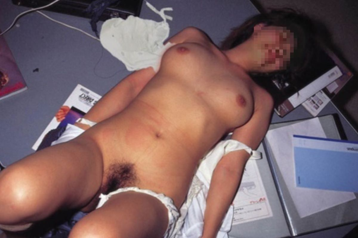 レイプ後に放置せれて放心状態な女の画像 65