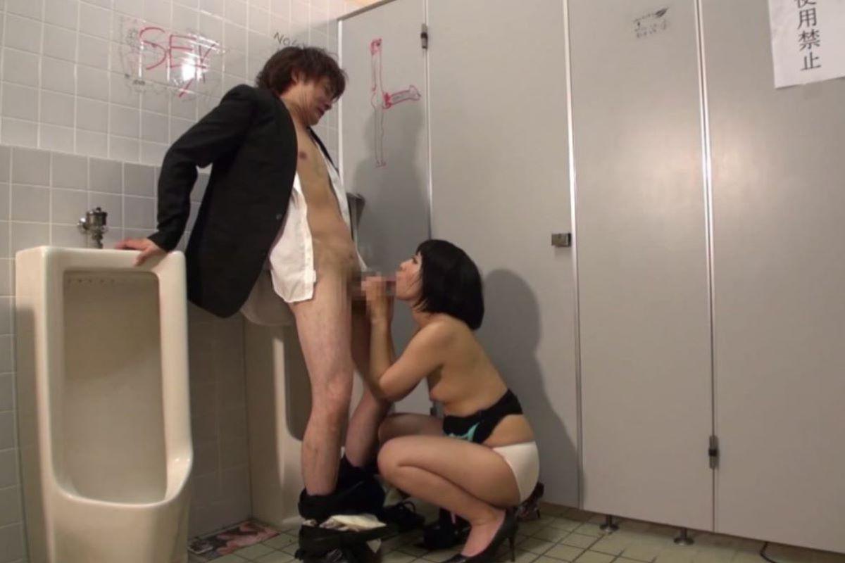 公衆便所 セックス画像 17