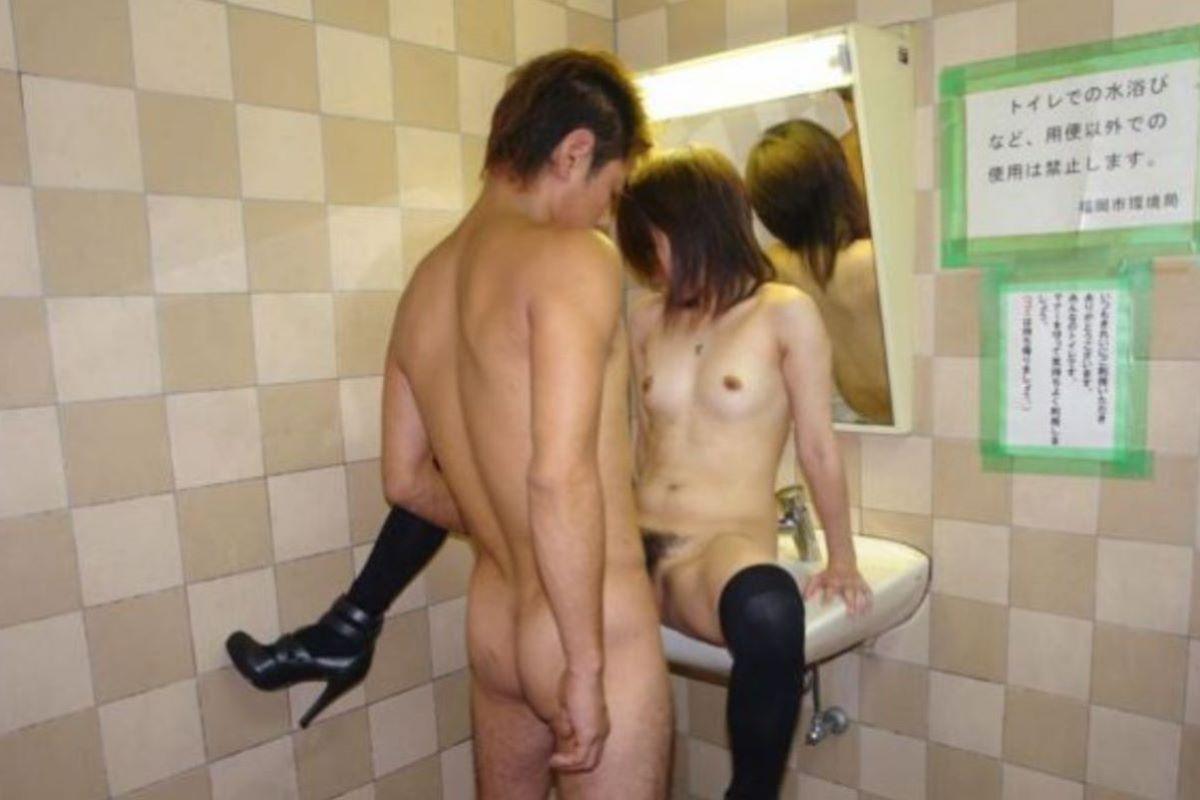 公衆便所 セックス画像 70