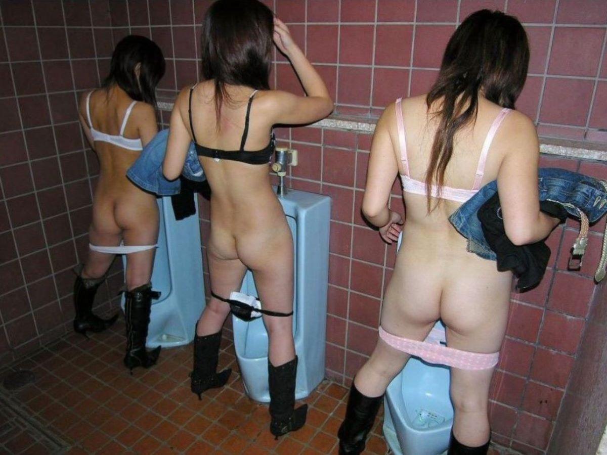 公衆トイレ 便器舐め エロ画像 42