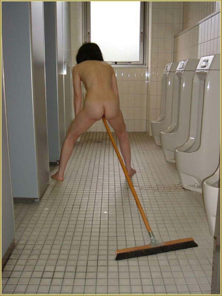 公衆トイレ 便器舐め エロ画像 55