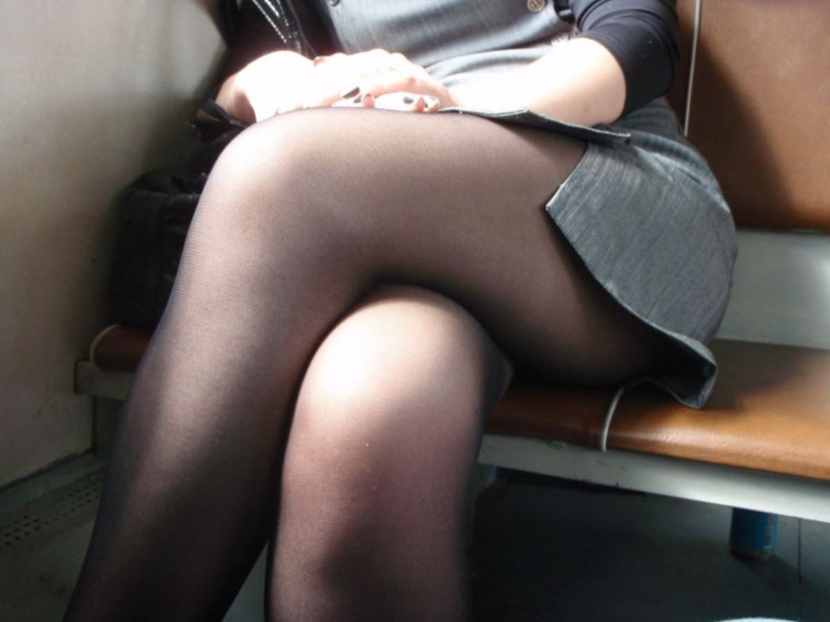 電車内 足組み 太もも画像 37