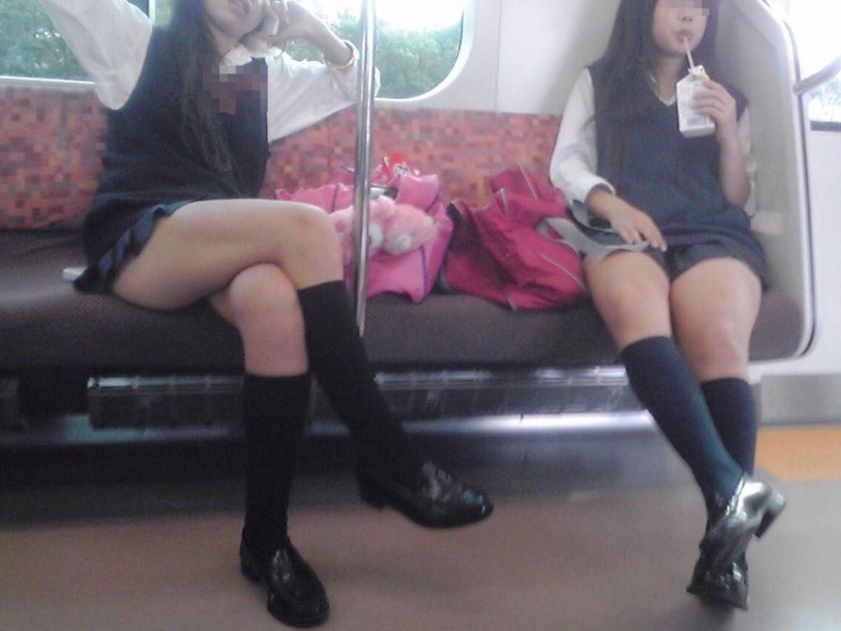 電車内 足組み 太もも画像 52