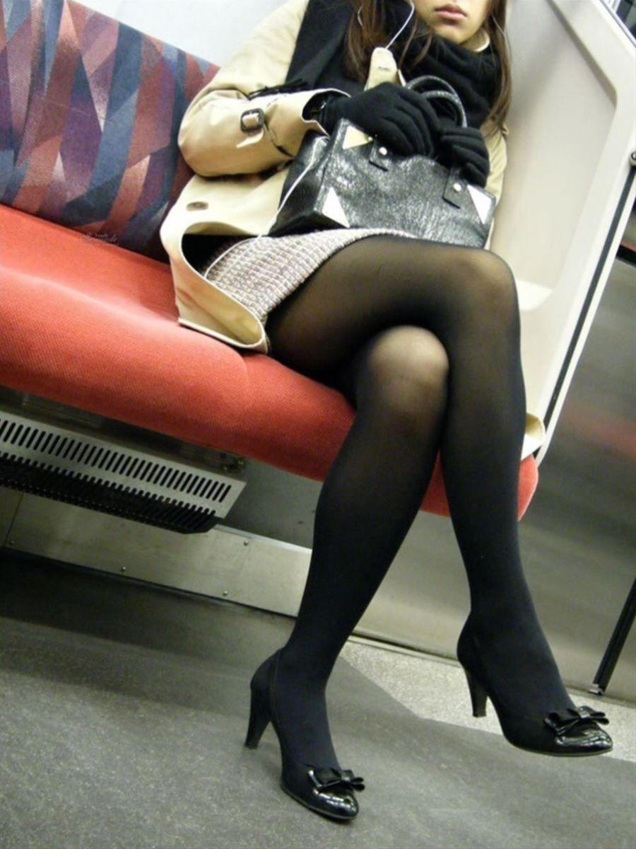 電車内 足組み 太もも画像 85