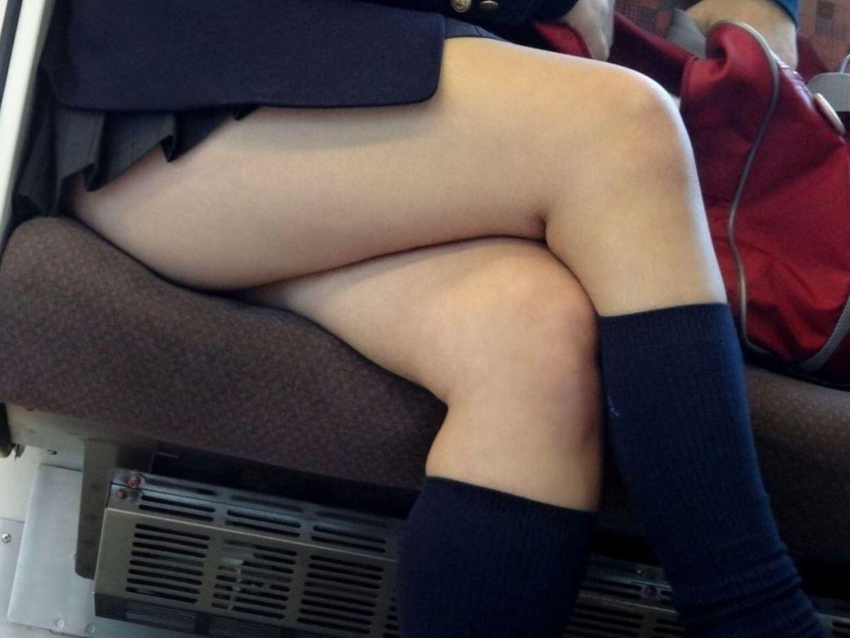 電車内 足組み 太もも画像 93