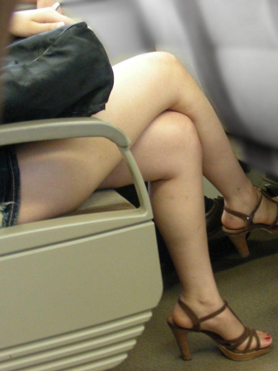 電車内 足組み 太もも画像 94