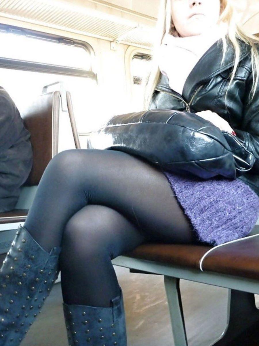 電車内 足組み 太もも画像 99