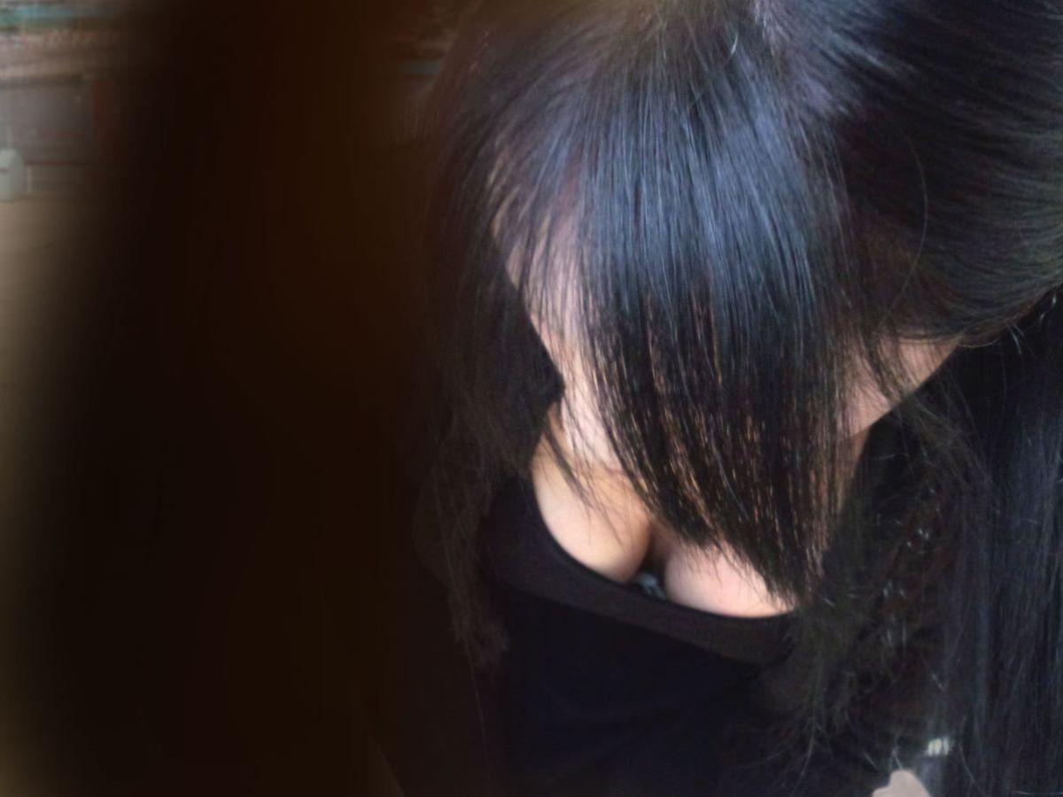 胸チラ 素人奥さん ゆるい胸元 エロ画像 8