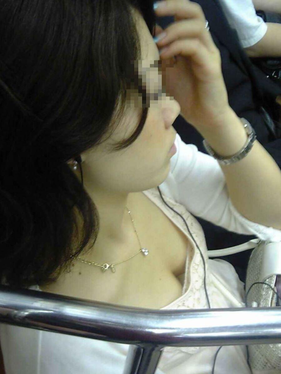 胸チラ 素人奥さん ゆるい胸元 エロ画像 31
