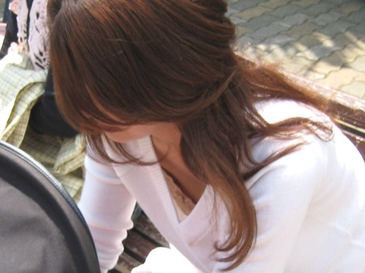 胸チラ 素人奥さん ゆるい胸元 エロ画像 33
