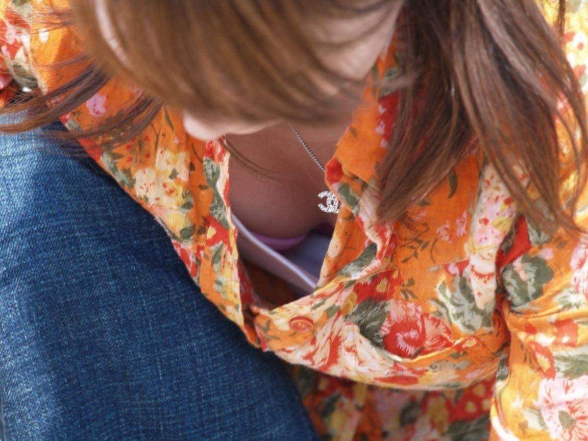 胸チラ 素人奥さん ゆるい胸元 エロ画像 37