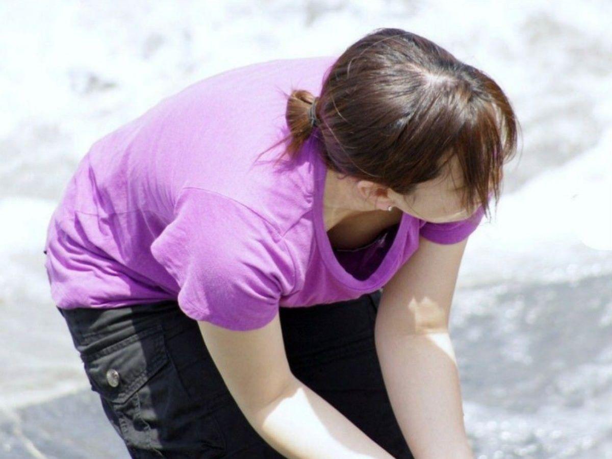 胸チラ 素人奥さん ゆるい胸元 エロ画像 39