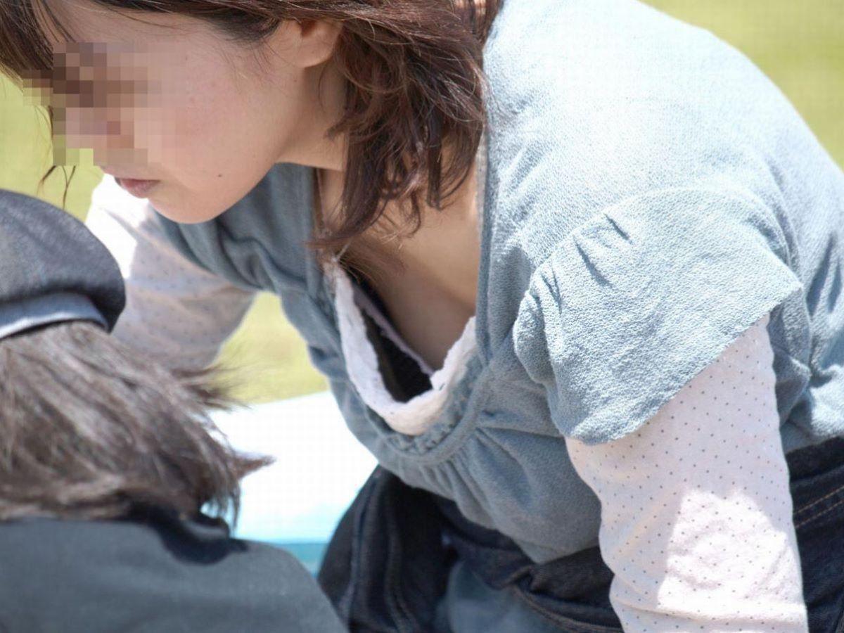胸チラ 素人奥さん ゆるい胸元 エロ画像 42