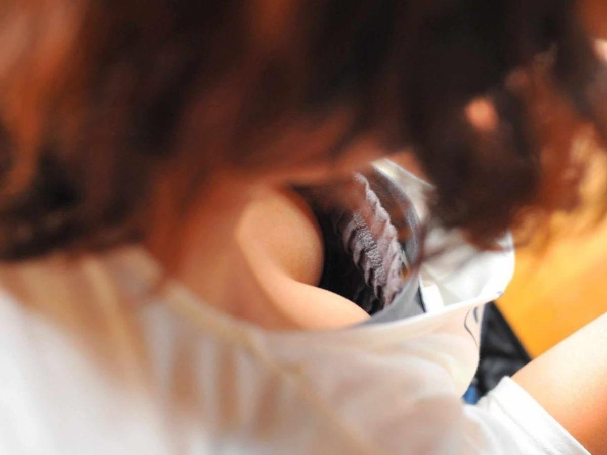 胸チラ 素人奥さん ゆるい胸元 エロ画像 44