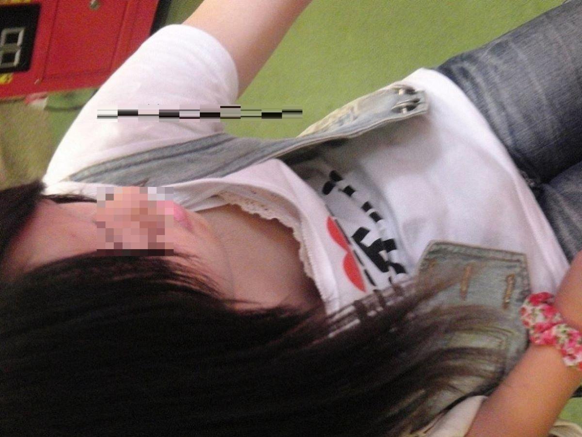 胸チラ 素人奥さん ゆるい胸元 エロ画像 48