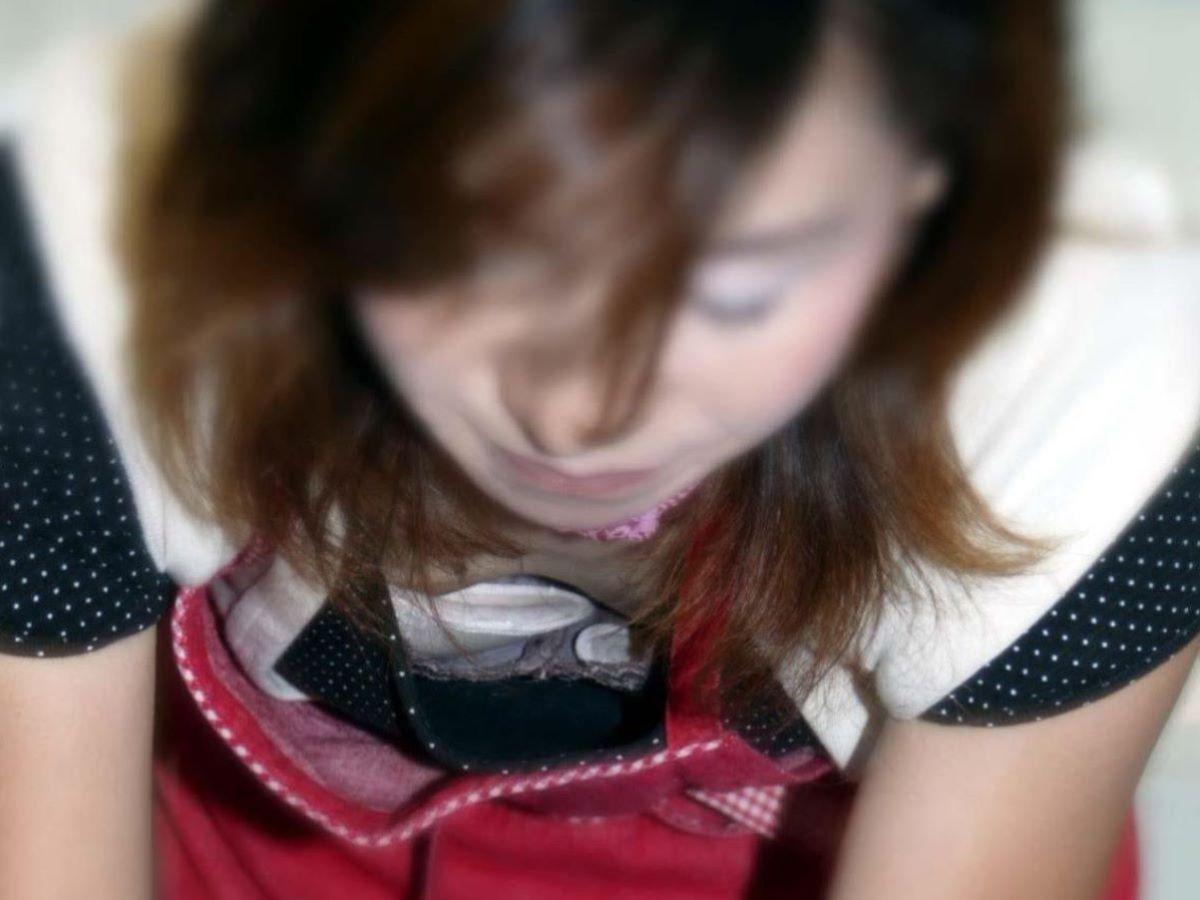 胸チラ 素人奥さん ゆるい胸元 エロ画像 52