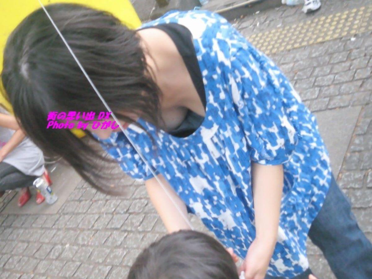 胸チラ 素人奥さん ゆるい胸元 エロ画像 58