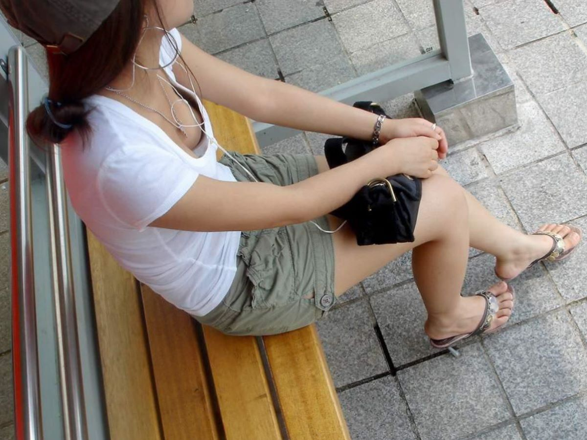 胸チラ 素人奥さん ゆるい胸元 エロ画像 65