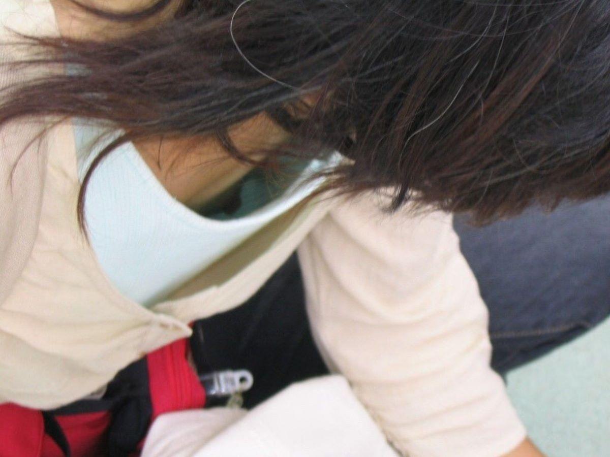 胸チラ 素人奥さん ゆるい胸元 エロ画像 80