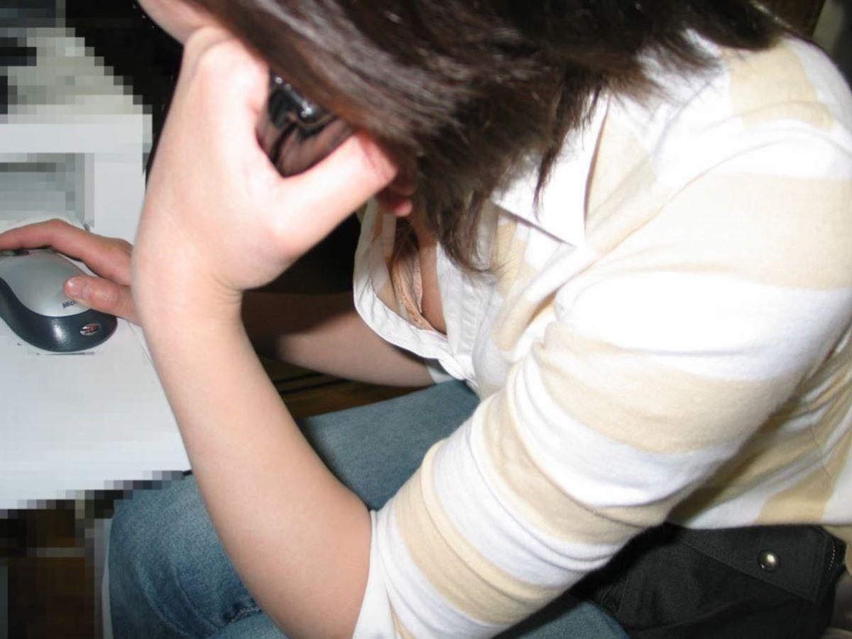 胸チラ 素人奥さん ゆるい胸元 エロ画像 83