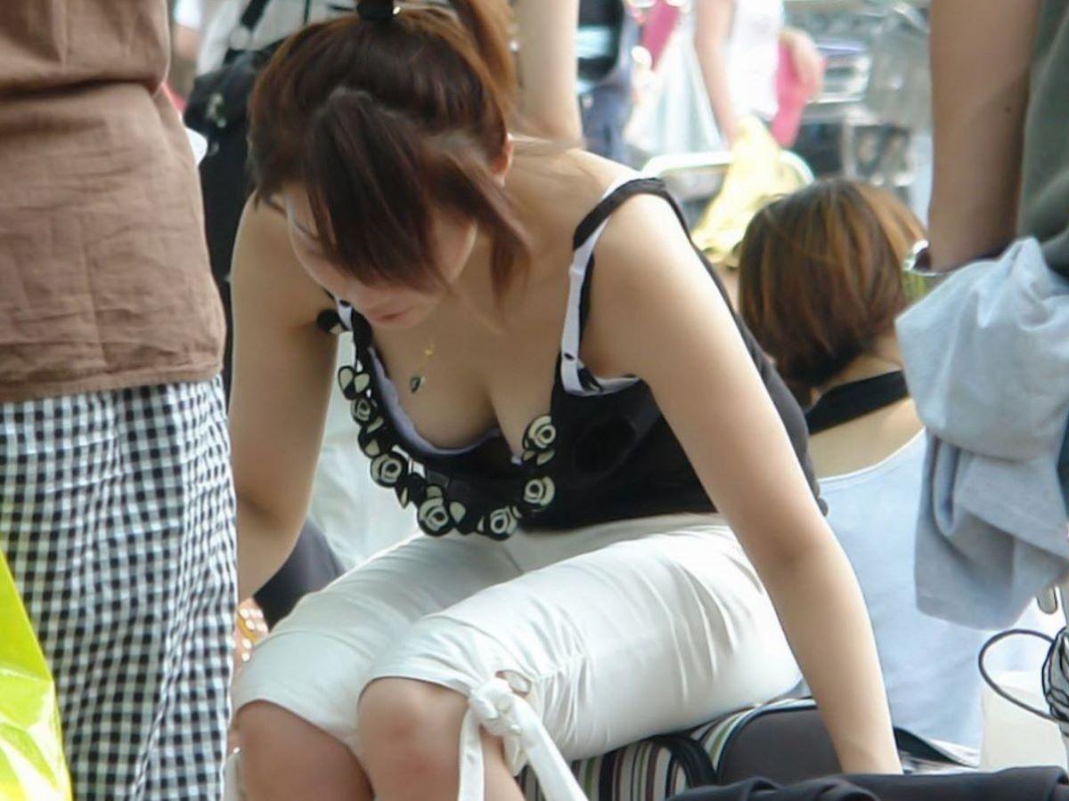 胸チラ 素人奥さん ゆるい胸元 エロ画像 89