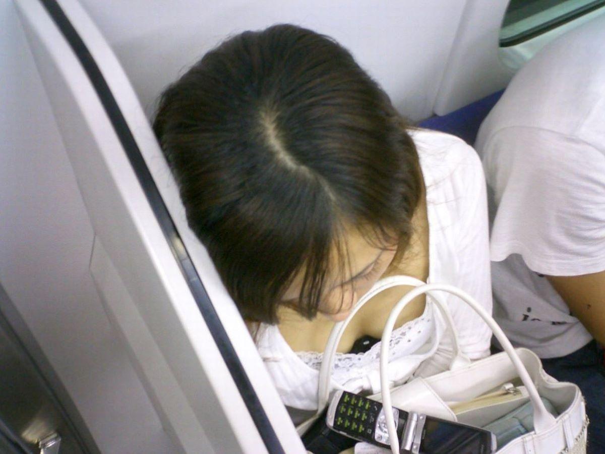 胸チラ 素人奥さん ゆるい胸元 エロ画像 99