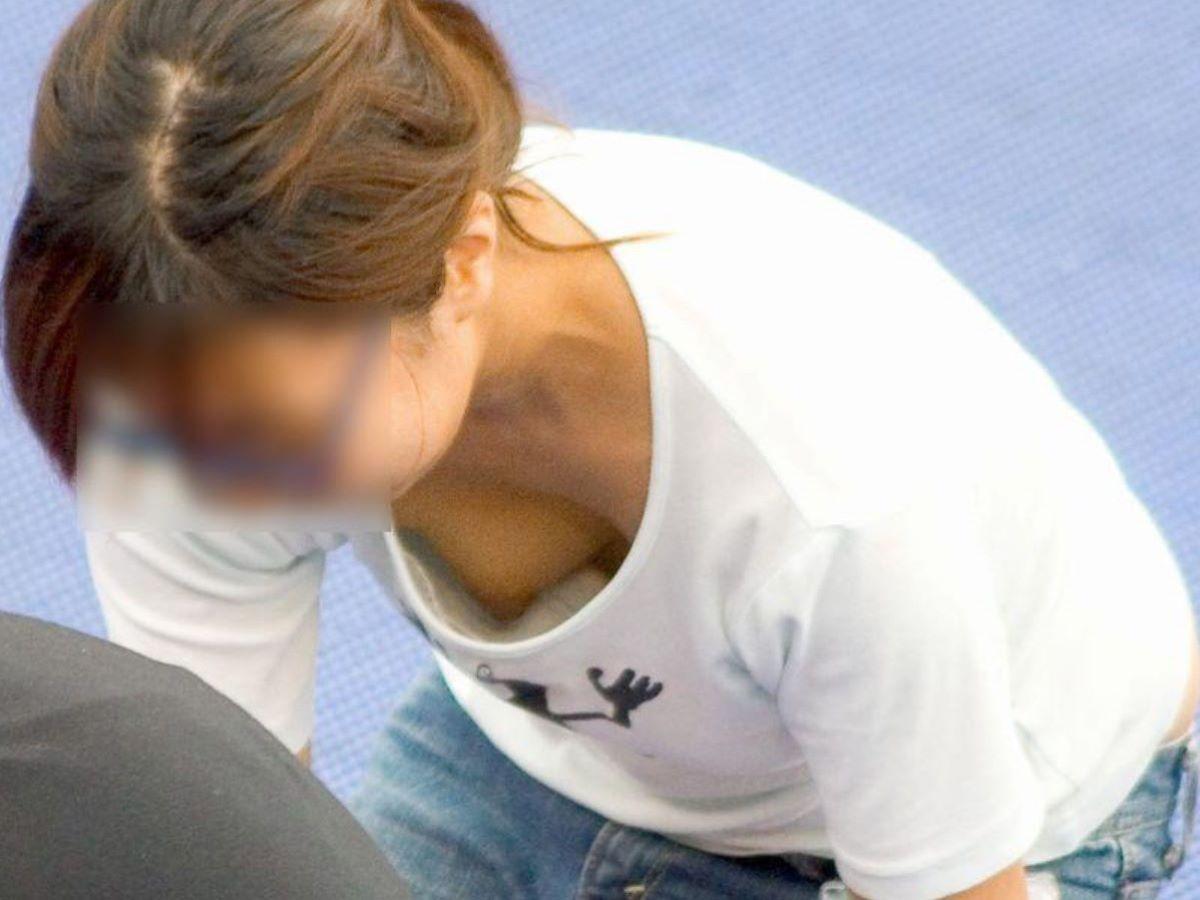 乳首ポロリ ハミ乳首 画像 60