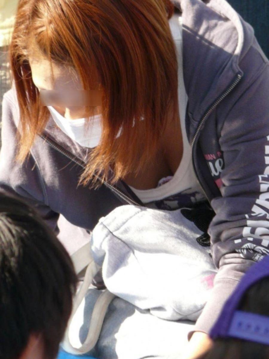 子連れママ 人妻 胸チラ画像 12