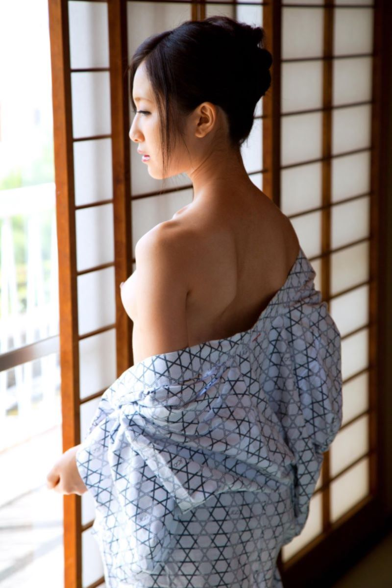 和服美女 鎖骨 エロ画像 25