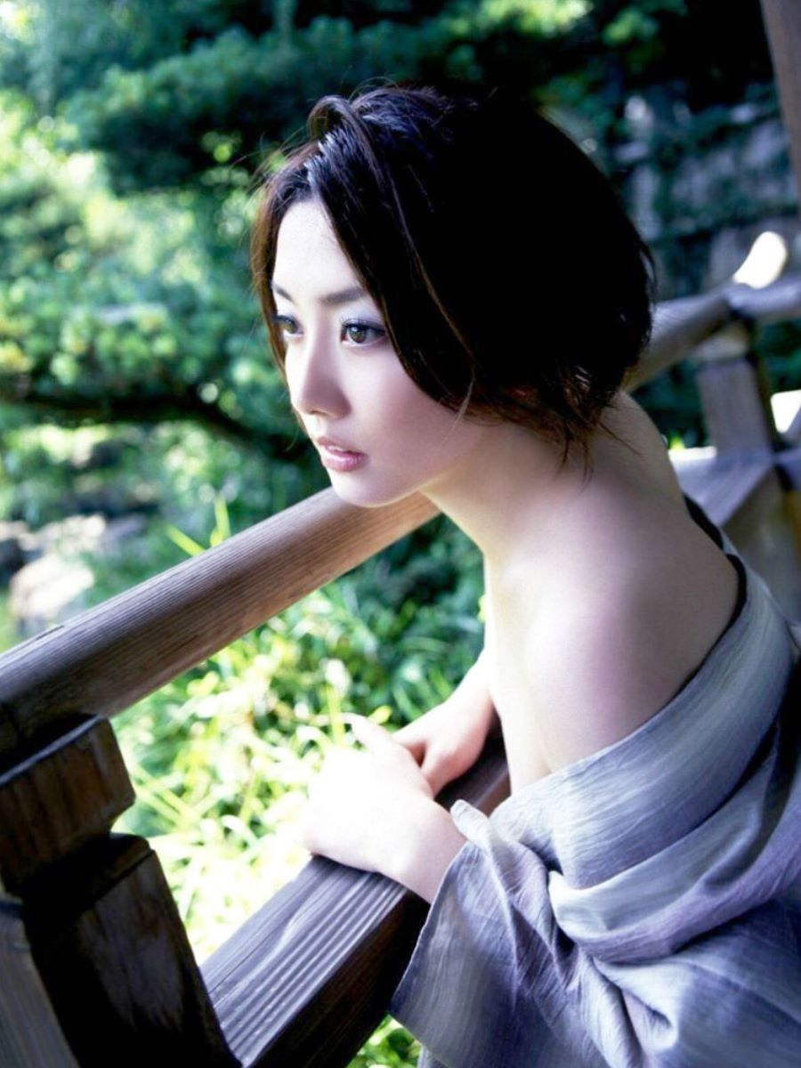 和服美女 鎖骨 エロ画像 52