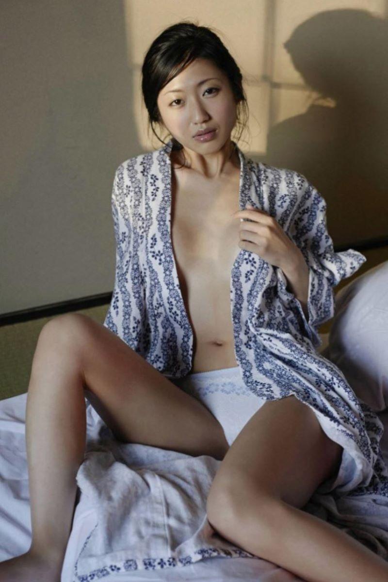 和服美女 鎖骨 エロ画像 96