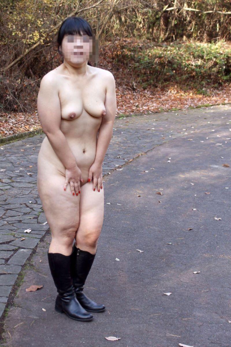 【個人撮影】落書きだらけの肉便器妻!他所のロケパイ巨乳妻