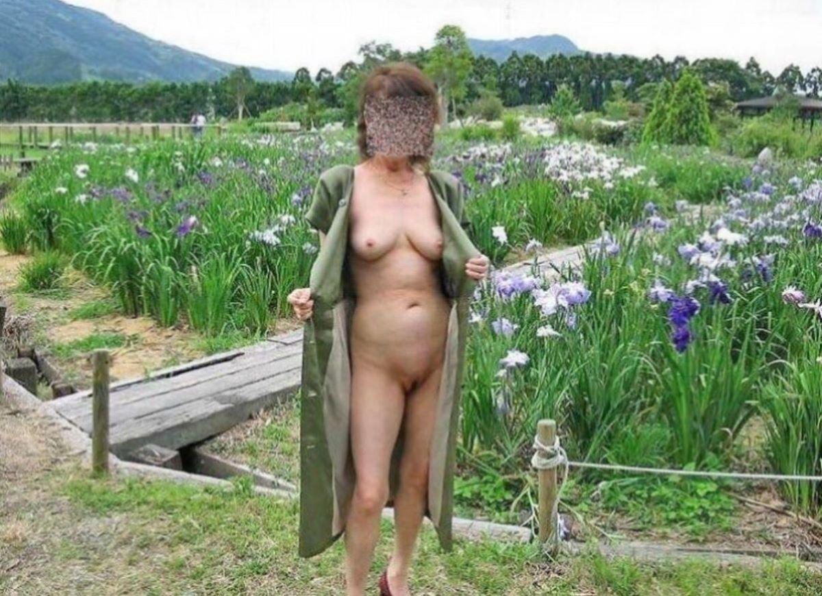 素人熟女 野外露出 画像 39