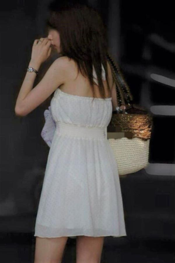 春らしい 薄手のスカート 透けパン 素人 街撮り エロ画像 2