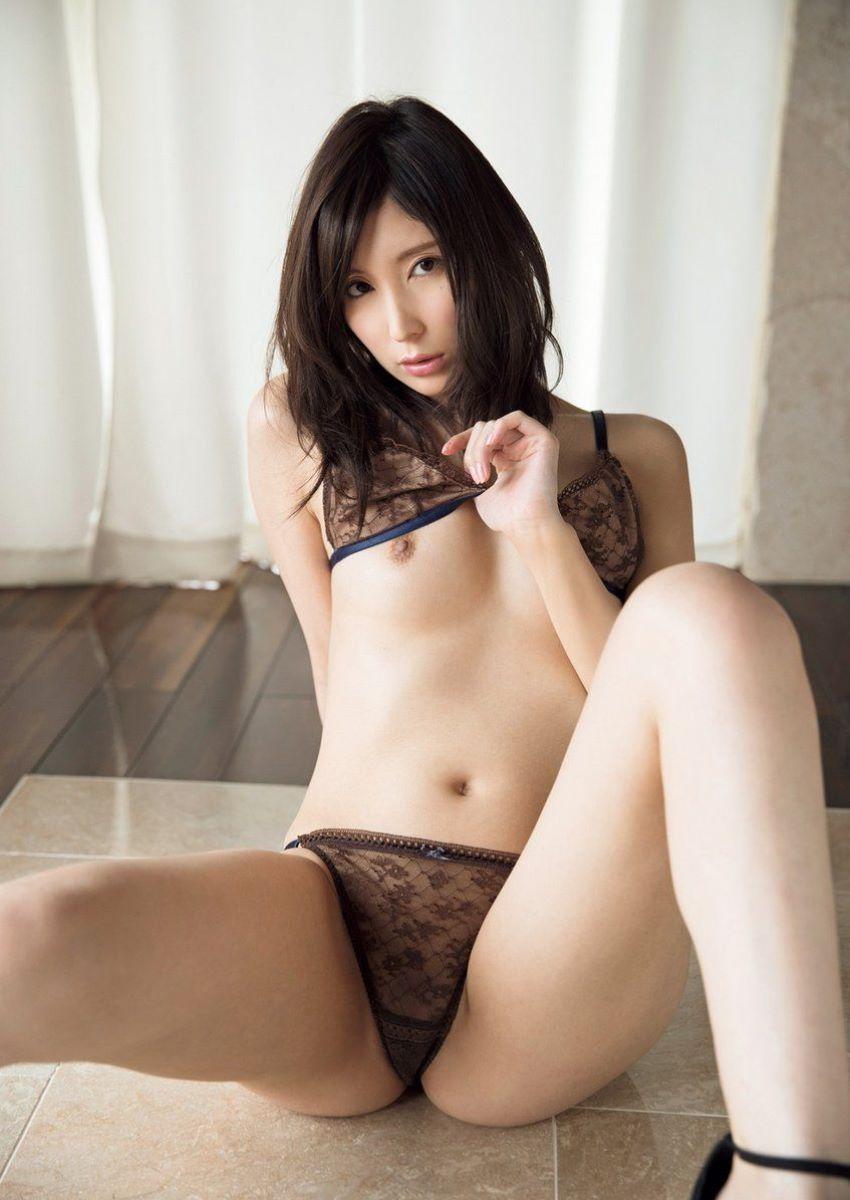 仲村みうがAVデビューで魅せる初本番セックス画像