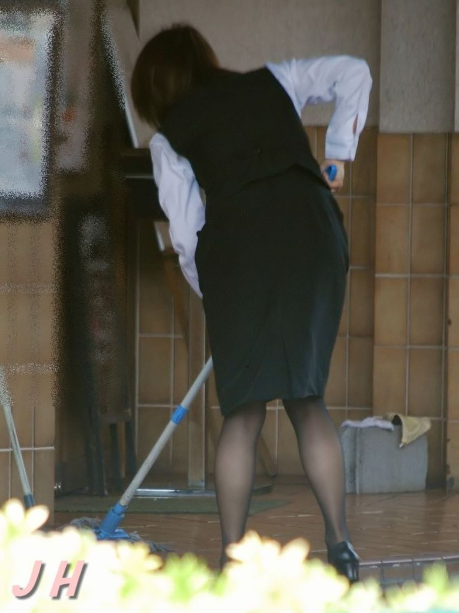 素人OL街撮り画像!!スーツ姿で働く女性の130枚