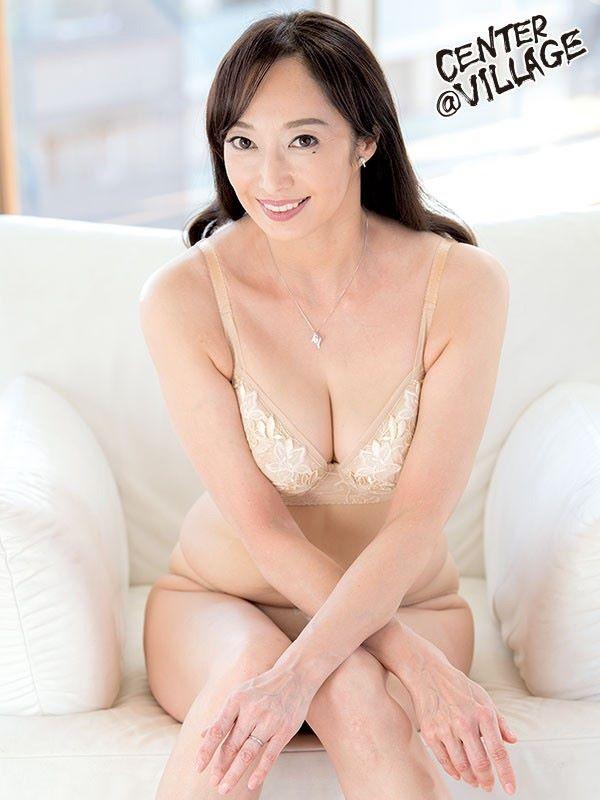 音羽文子 元キャビンアテンダントの五十路妻セックス画像
