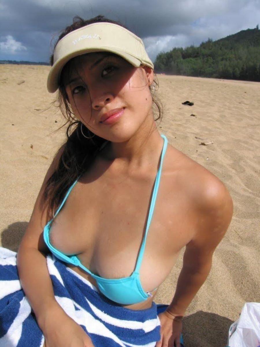 乳首チラリに乳首ポロリの水着エロ画像 46
