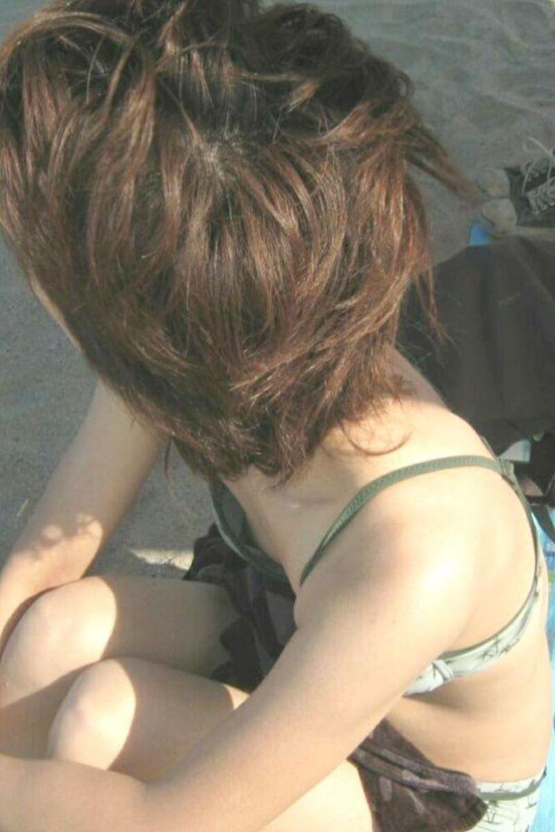 乳首チラリに乳首ポロリの水着エロ画像 105