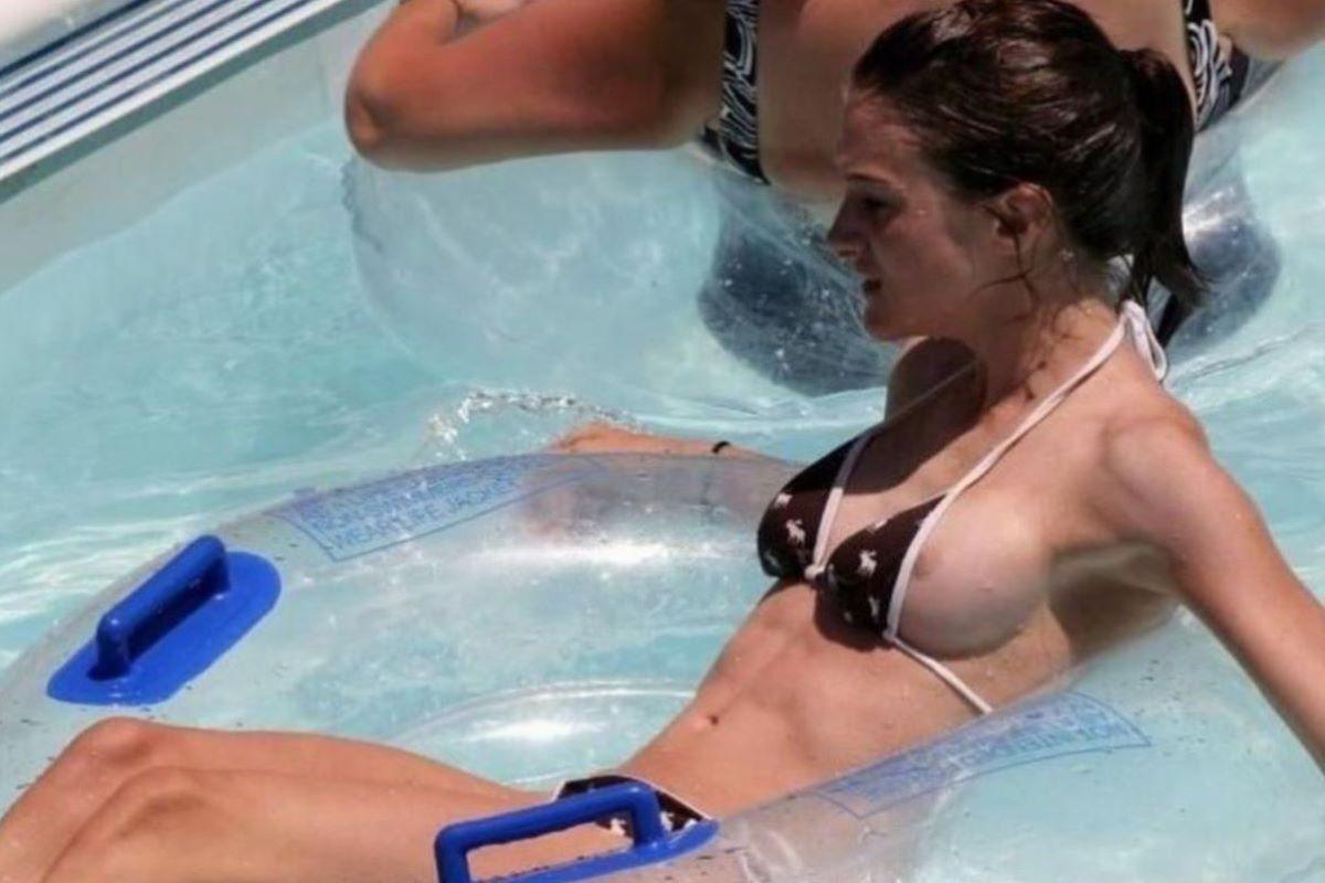 乳首チラリに乳首ポロリの水着エロ画像 106