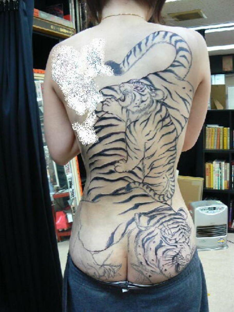 和彫りの刺青エロ画像 16