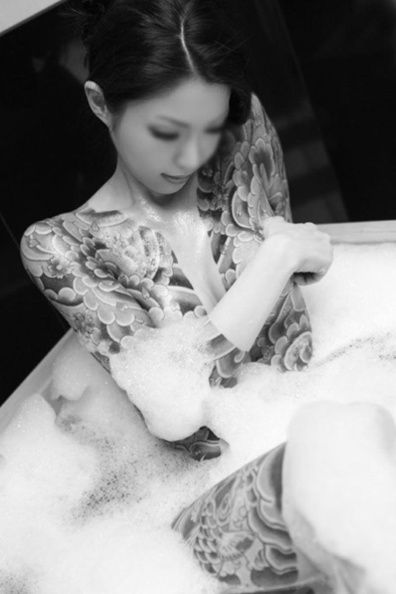 和彫りの刺青エロ画像 97