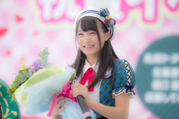 AKB48 坂口渚沙 純白パンツ パンチラ画像 1