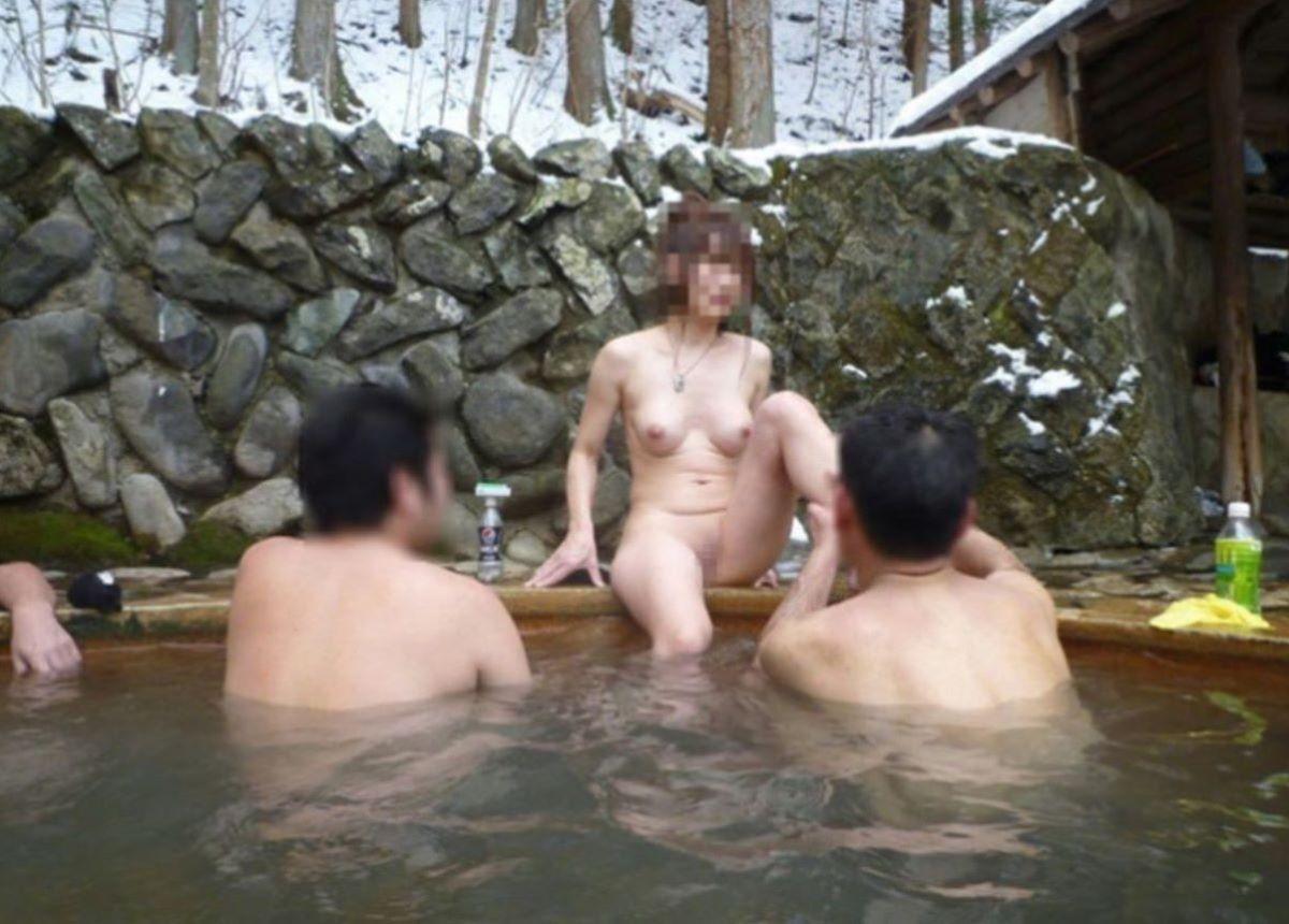 混浴露天風呂 エロ画像 61