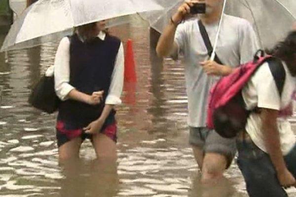お天気 ニュース 台風中継 お宝 ハプニング エロ画像 2