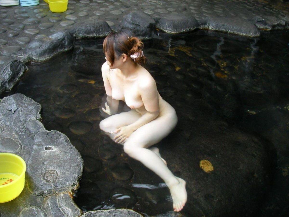 温泉 ヌード画像 13