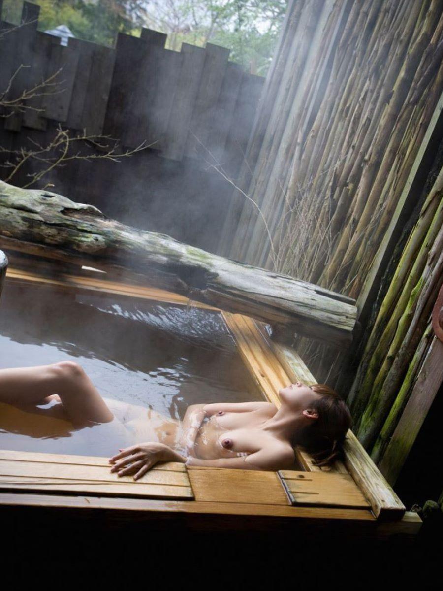 温泉 ヌード画像 19