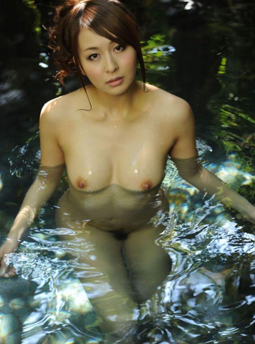 温泉 ヌード画像 24