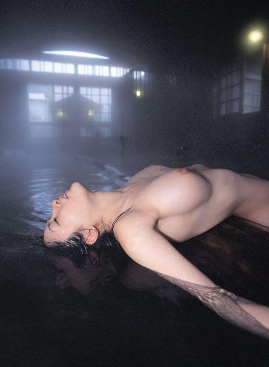 温泉 ヌード画像 53