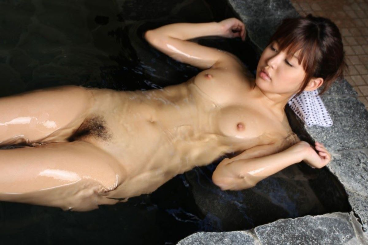 温泉 ヌード画像 103